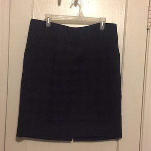 Black textured pencil skirt